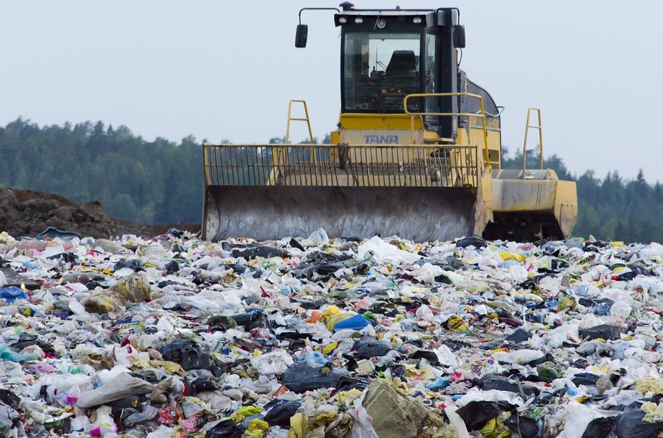 deposito incontrollato rifiuti